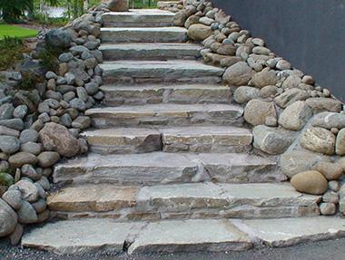 Luonnonkivi portaat